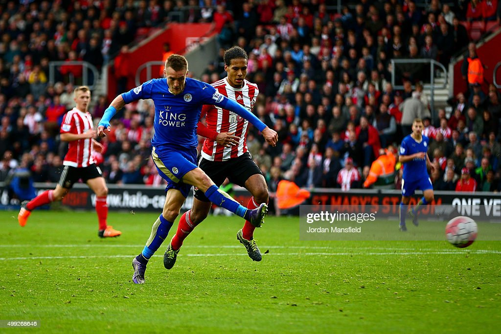 Jamie Vardy (2nd L) of Leicester City scores his team's second goal during the Barclays Premier League match between Southampton and Leicester City at St Mary's Stadium on October 17, 2015 in Southampton, England.