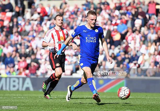 Jamie Vardy of Leicester City scores their second goal during the Barclays Premier League match between Sunderland and Leicester City at the Stadium...