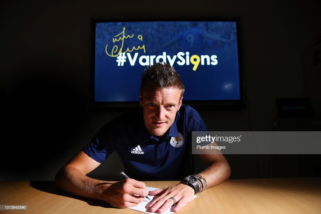 Jamie Vardy Signs a New Contract at Leicester City : News Photo