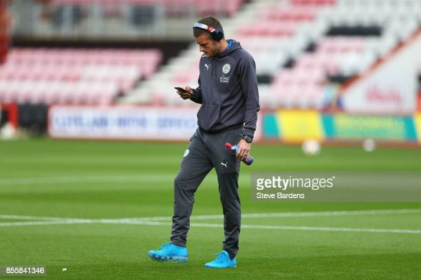 Jamie Vardy of Leicester City takes a look around the pitch prior to the Premier League match between AFC Bournemouth and Leicester City at Vitality...