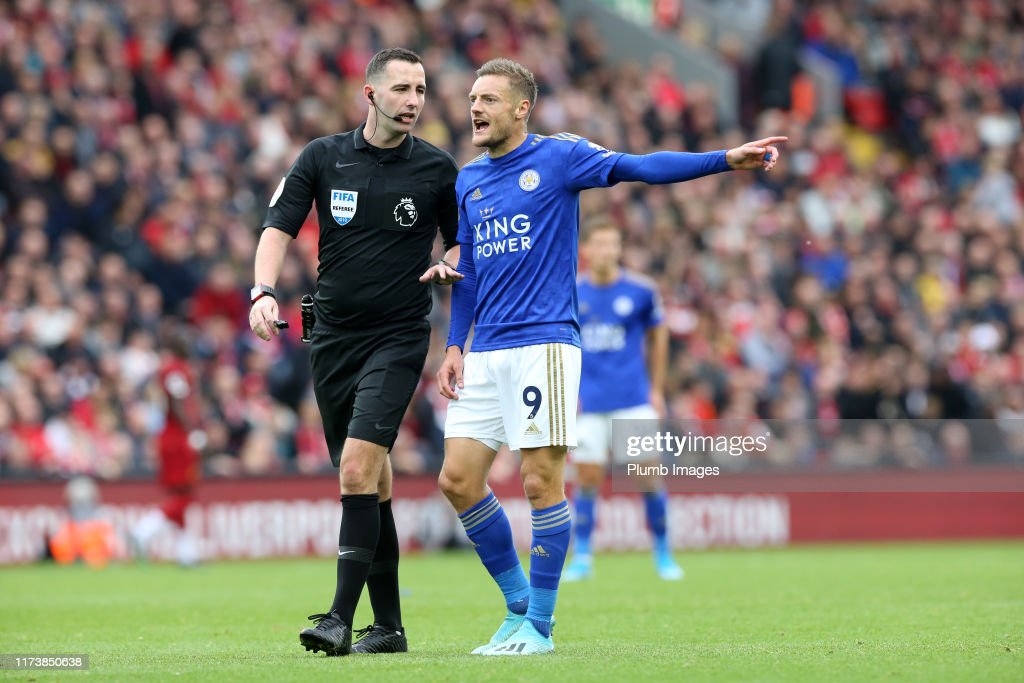 Jamie Vardy Of Leicester City With Referee Christopher Kavanagh News Photo Getty Images