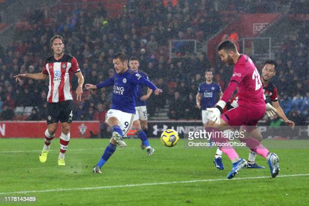 Jamie Vardy of Leicester scores their 5th goal during the Premier League match between Southampton FC and Leicester City at St Mary's Stadium on...
