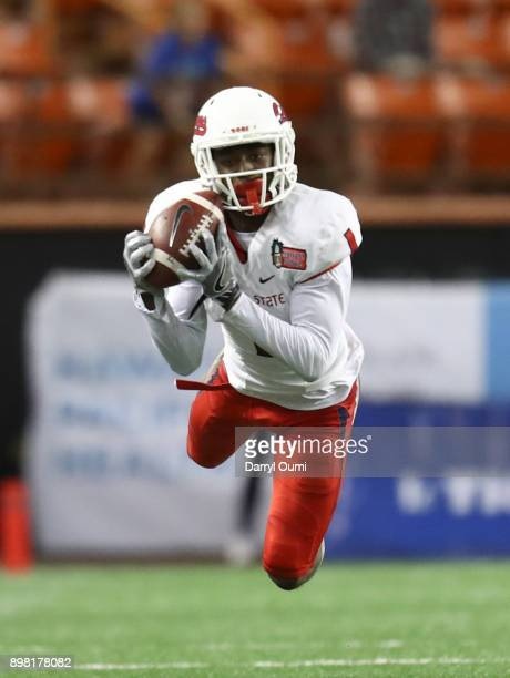 Jamire Jordan of the Fresno State Bulldogs makes a diving catch during the third quarter of the Hawaii Bowl against the Houston Cougars at Aloha...