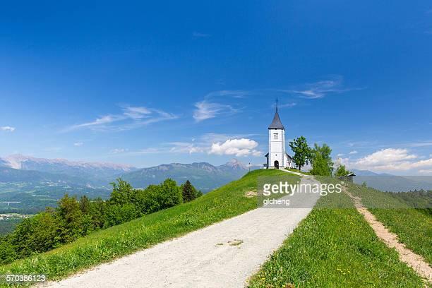 jamnik village church, kranj, slovenia - kranj fotografías e imágenes de stock