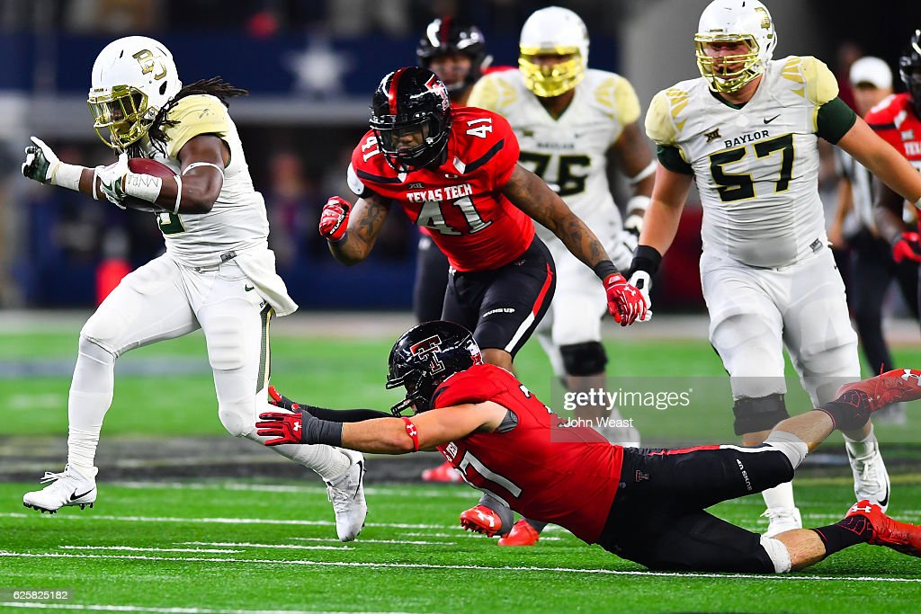 JaMycal Hasty #6 of the Baylor Bears breaks away during the game against the Texas Tech Red Raiders on November 25, 2016 at AT&T Stadium in Arlington, Texas. Texas Tech defeated Baylor 54-35.