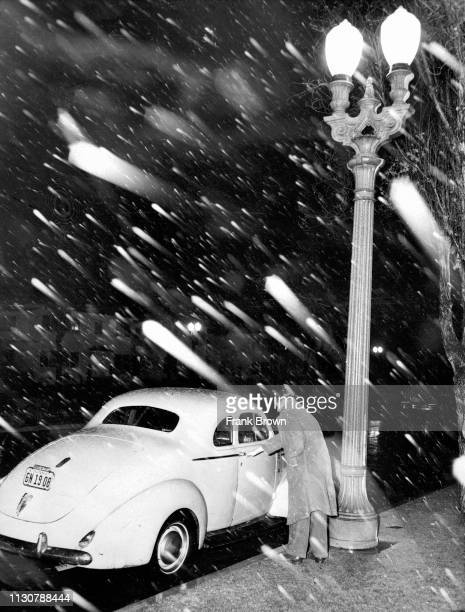 Snow falling on Santa Barbara Avenue near Crenshaw Blvd in South Los Angele This photo was published in the Jan 11 1949 LA Times In 1983 Santa...