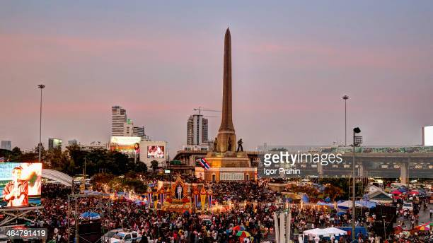 Jan. 16, 2014 - Bangkok, Thailand. Early evening scene at Victory Monument protest site. Tens of thousands of protesters have disrupted traffic at...