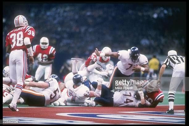 Defensive tacke William Perry of the Chicago Bears dives in for a touchdown during Super Bowl XX against the New England Patriots at the Superdome in...