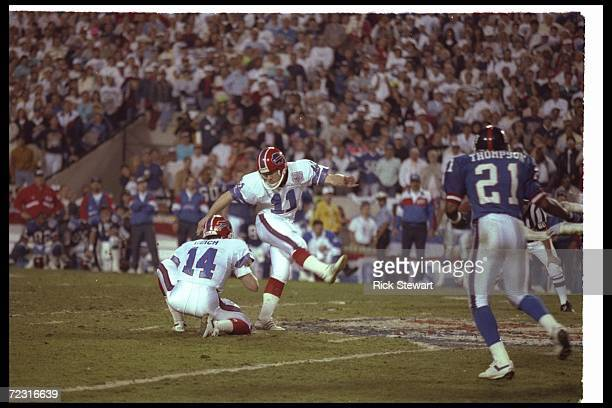 Kicker Scott Norwood of the Buffalo Bills misses a 47yard field goal wide right as time runs out to lose the game during Super Bowl XXV against the...
