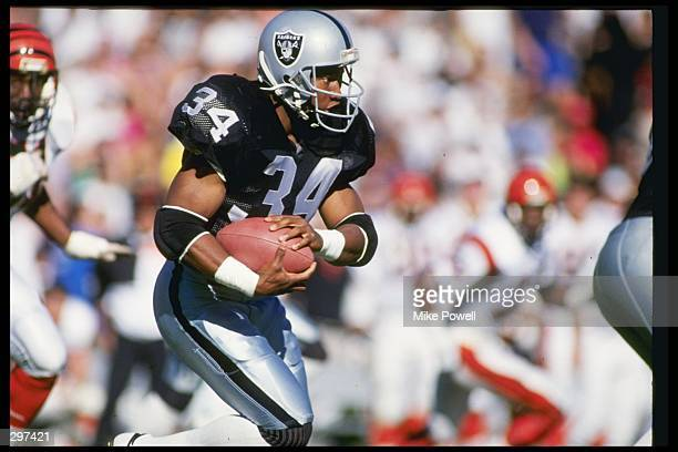 Running back Bo Jackson of the Los Angeles Raiders runs down the field during a playoff game against the Cincinnati Bengals at the Los Angeles...