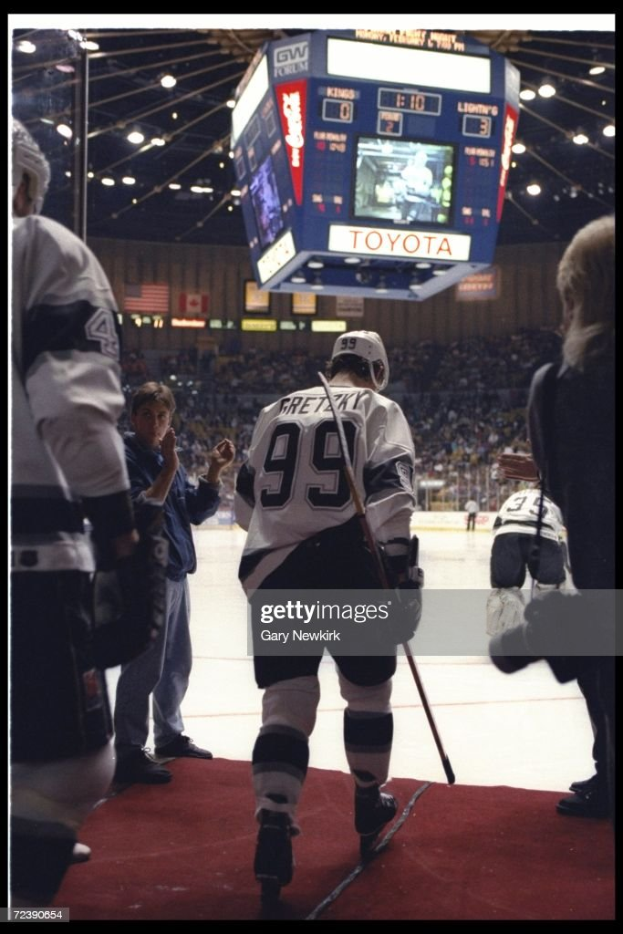 CENTER WAYNE GRETZKY OF THE LOS ANGELES KINGS WALKS ONTO THE ICE FOR THE FIRST TIME SINCE HIS BACK SURGERY IN THE 1992-93 SEASON. HE MAKES HIS RETURN AGAINST THE TAMPA BAY LIGHTNING IN THE GREAT WESTERN FORUM IN INGLEWOOD,