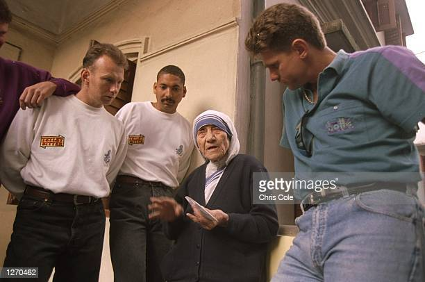 Neil Fairbrother Phil DeFreitas and Rob Smith of England meet Mother Theresa in Calcutta India Mandatory Credit Chris Cole/Allsport