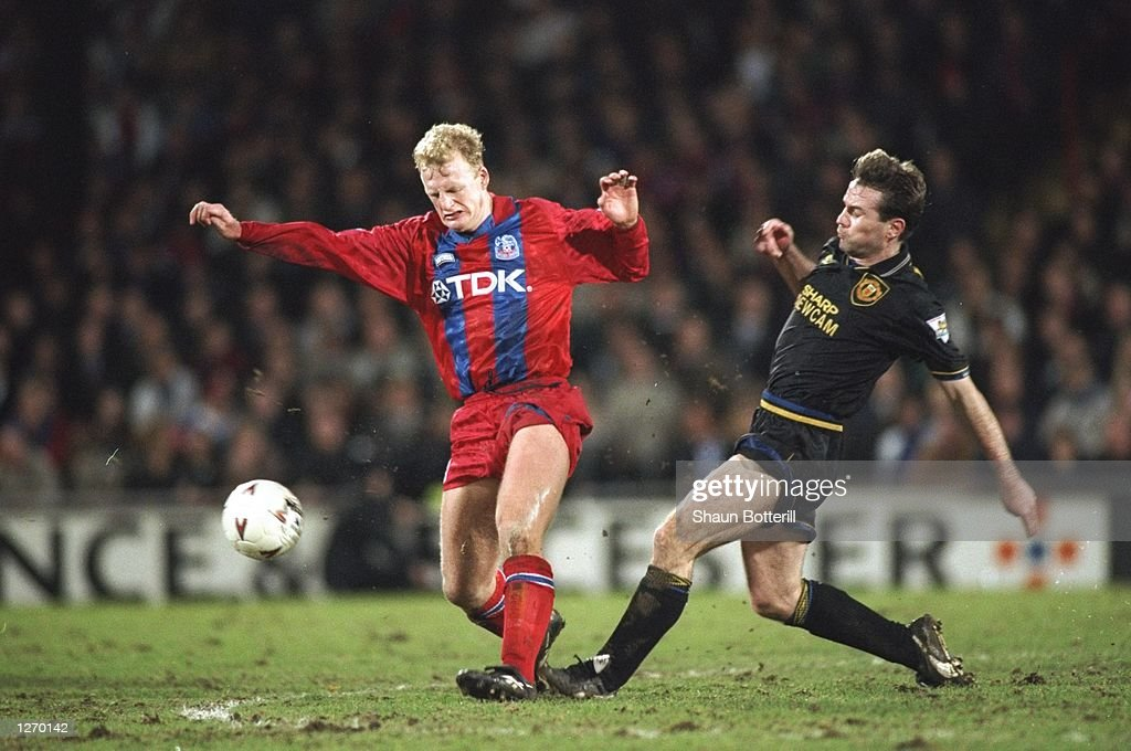 Ian Dowie of Crystal Palace and Brian McClair of Manchester United : News Photo