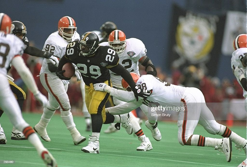 Running back Barry Foster of the Pittsburgh Steelers moves the ball ... 1e9dfd7a6