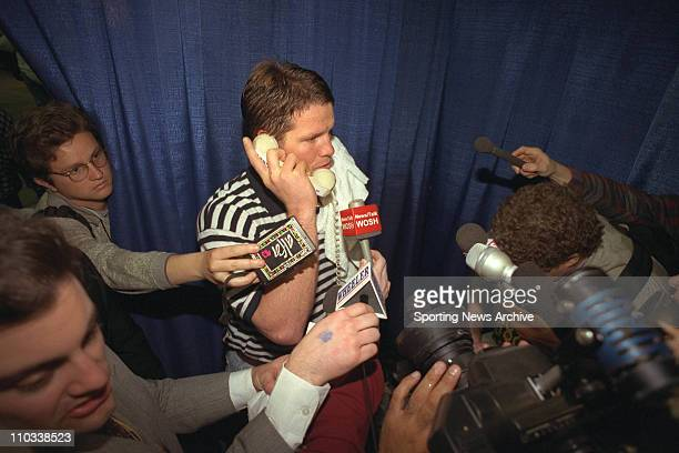Brett Favre of the Green Bay Packers speaks to President Bill Clinton after the Packs' 3521 victory over the New England Patriots in Super Bowl XXXI...