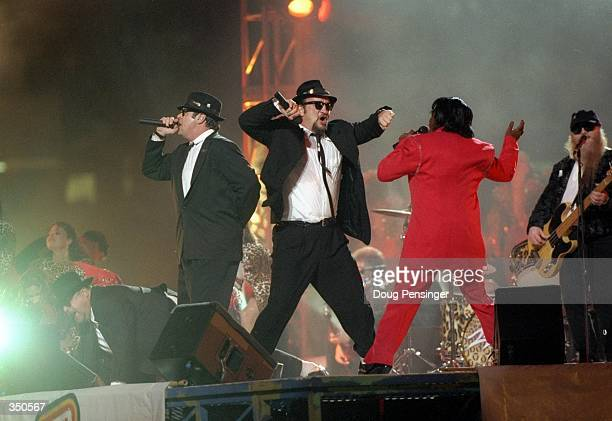Dan Aykroyd James Belushi and James Brown perform during the halftime show for Super Bowl XXXI between the New England Patriots and the Green Bay...