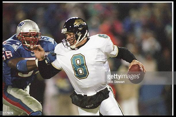 Defensive back Willie McGinest of the New England Patriots rushes quarterback Mark Brunell of the Jacksonville Jaguars during the AFC Championship...