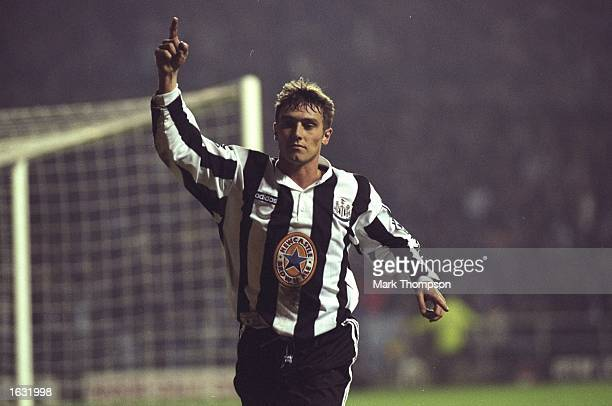 Lee Clark of Newcastle United signals to his team mates during the FA Cup Third Round match against Charlton Athletic at St James'' Park in Newcastle...
