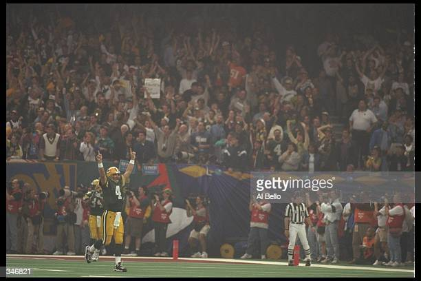 Quarterback Brett Favre of the Green Bay Packers celebrates after throwing a two point conversion to tight end Mark Chmura during the Packers 3521...