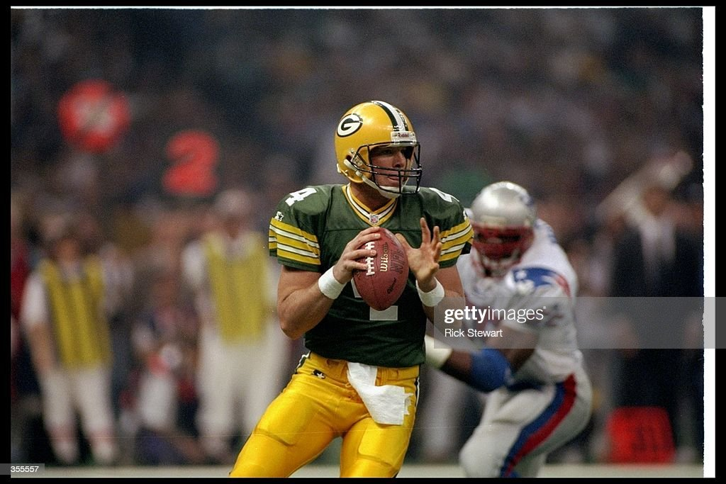 Quarterback Brett Favre of the Green Bay Packers looks to pass the ball during Super Bowl XXXI against the New England Patriots at the Superdome in New Orleans, Louisiana. The Packers won the game, 35-21. Mandatory Credit: Rick Stewart /Al