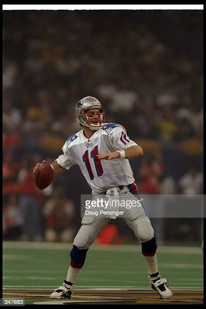Quarterback Drew Bledsoe of the New England Patriots passes the ball during Super Bowl XXXI against the Green Bay Packers at the Superdome in New...