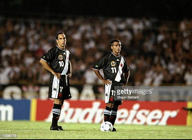 Edmundo and Romario of Vasco de Gama wait to kickoff during the Final of the World Club Championship against Corinthians played at the Maracana...