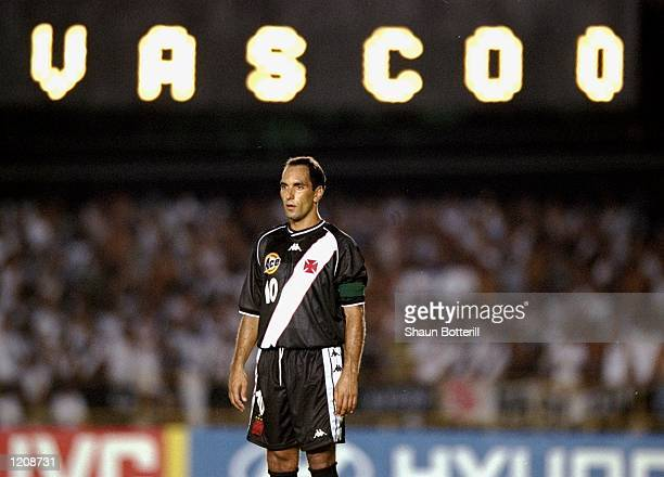 Edmundo of Vasco de Gama in action during the Final of the World Club Championship against Corinthians played at the Maracana Stadium in Rio de...
