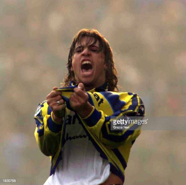 Hernan Crespo of Parmas celebrates after his late equalizer during the Serie A match between Parma v Juventus at the Ennio Tardini Stadium Parma The...