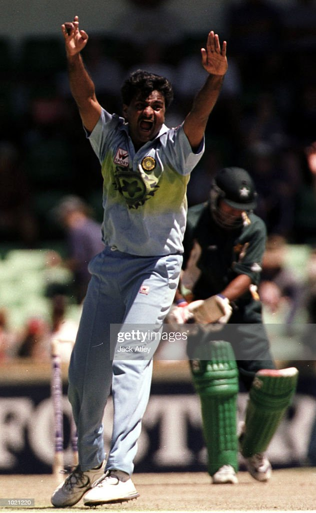 Javagal Srinath of India appeals unsuccessfully for the LBW decision on Saeed Anwar of Pakistan during the Carlton and United Breweries one day international between India and Pakistan at the WACA cricket ground, Perth, Australia. MandatoryCredit: Jack Atley/ALLSPORT