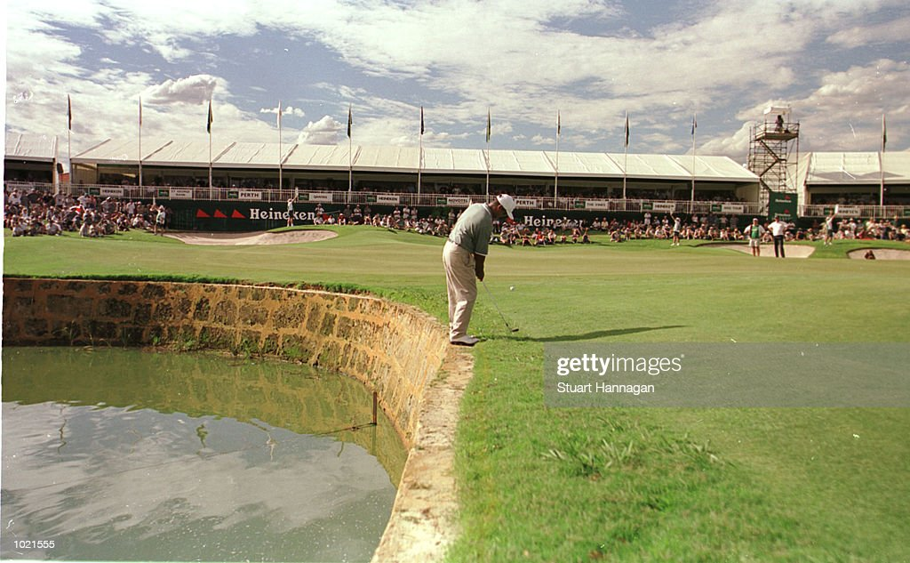 Michael Campbell of New Zealand pitches onto the 18th green during his 14 under for the day during the third round of the Heineken Classic 2000 golf played at The Vines Golf Course, Perth, Australia. Mandatory Credit: Stuart Hannagan/ALLSPORT