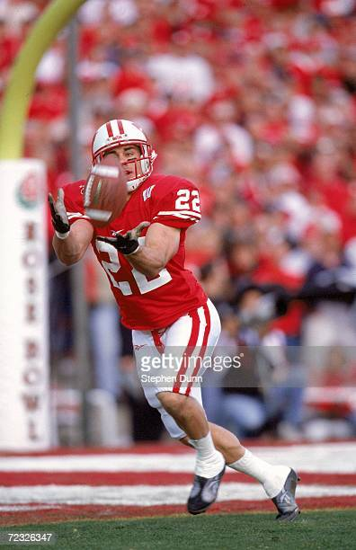 Nick Davis of the Wisconsin Badgers gets ready to catch the ball during the ATT Roser Bowl Game against the Stanford Cardinal at the Rose Bowl in...