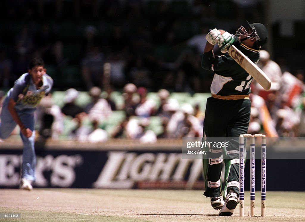 Shahid Afridi of Pakistan hooks a short ball from Agit Agarkar of India during his innings of 41 during the Carlton and United Breweries one day international between India and Pakistan at the WACA cricket ground, Perth, Australia. Mandatory Credit: Jack Atley/ALLSPORT