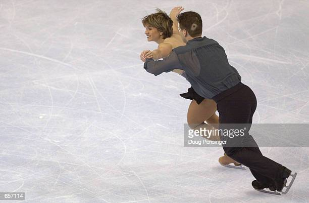 Danielle Hartsell and Steve Hartsell compete in the Pairs Free Skate and captured third place despite Steve taking a bad fall during the week and...