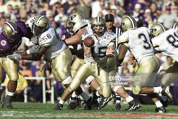 Drew Brees of the Purdue Boilermakers pitches the ball to Montrell Lowe against the Washington Huskies during the Rose Bowl at the Rose Bowl in...