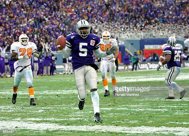 Kansas State wide receiver Quincy Morgan runs the ball in for a touchdown on a pass play against Tennessee in the second quarter of the Cotton Bowl...