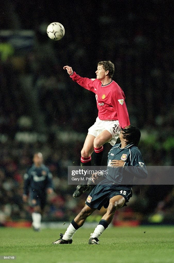 Ole Gunnar Solskjaer, Rigobert Song : News Photo