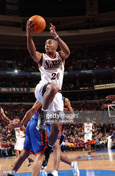 Eric Snow of the Philadelphia 76ers glides to the basket against the New York Knicks at the First Union Center in Philadelphia Pennsylvania DIGITAL...