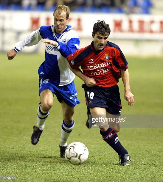Jordi Cruyff of Alaves and Aloisi of Osasuna in action during the Spanish Primera Liga match played between Alaves and Osasuna at the Mendizorroza...