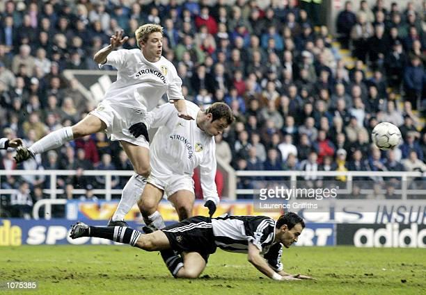 Mark Viduka and Alan Smith of Leeds clash with Nikos Dabizas of Newcastle during the Newcastle United v Leeds United FA Barclaycard Premiership match...