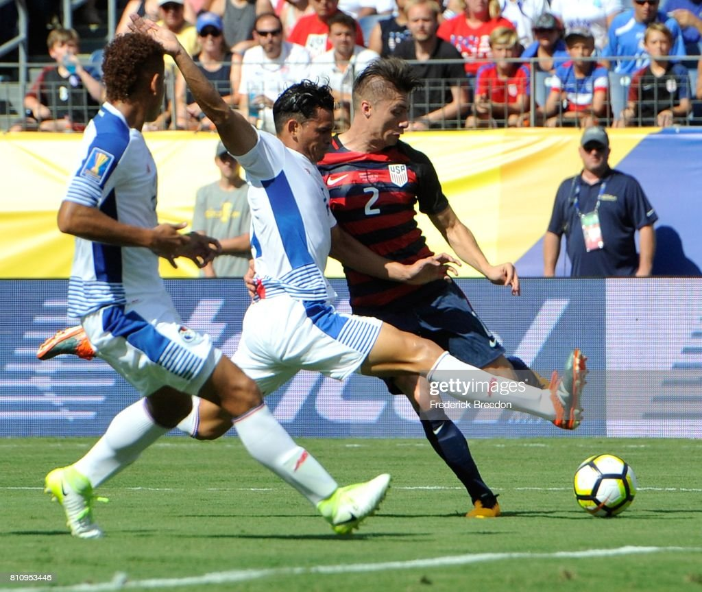 Jan Carlos Vargas #4 of Panama collides with Jorge Villafana #2 of USA during the first half of a CONCACAF Gold Cup Soccer match at Nissan Stadium on July 8, 2017 in Nashville, Tennessee.