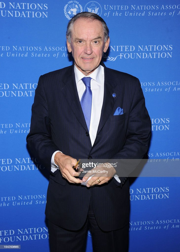 2012 Global Leadership Awards Dinner - Arrivals