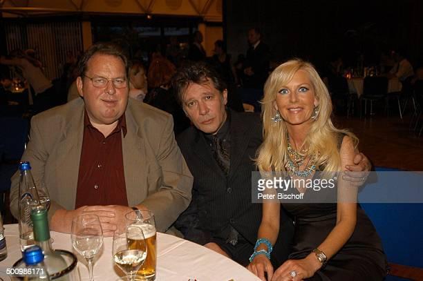 Jan Fedder Ehefrau Marion Kurth Ottfried Fischer nach der Auszeichnung zum Ehrenkommissar der Bayerischen Polizei des Jahres 2005 an J a n F e d d e...