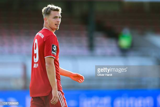 Jan Fiete Arp of Bayern Muenchen II looks dejected during the 3. Liga match between VfB Luebeck and Bayern Muenchen II at Stadion an der Lohmuehle on...