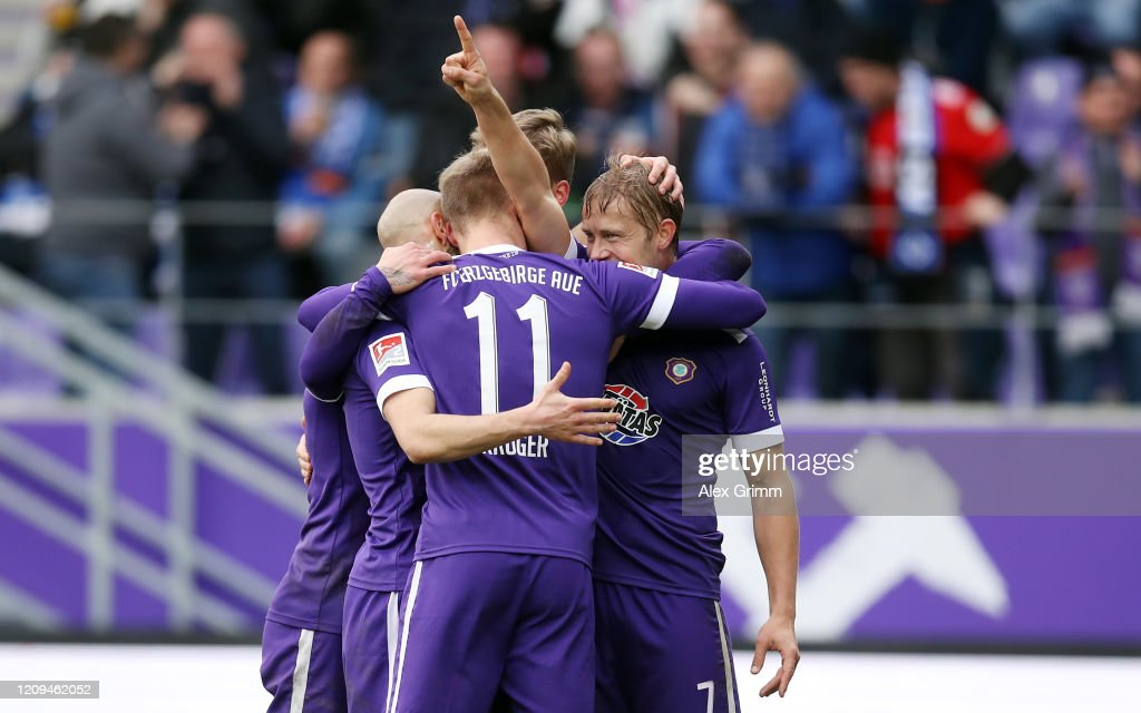 FC Erzgebirge Aue v Hamburger SV - Second Bundesliga : Nachrichtenfoto