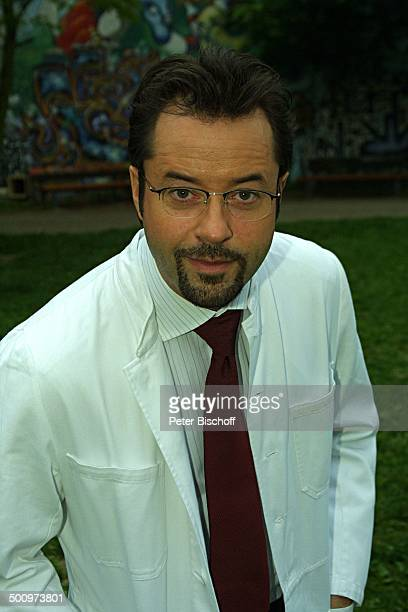 Jan Josef Liefers neben den Dreharbeiten zum WDR'Tatort' 'Dreimal schwarzer Kater' Zusammentreffen der ARD'Tatort'Kommissare von Köln und Münster...