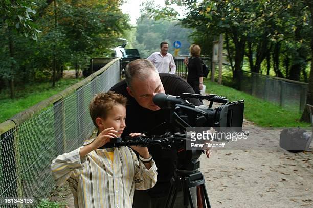 Jan Kameramann Feuerstarke im Hintergrund Roalnd Kaiser Aufnahmen zur ersten KinderCD 'Kinderzeit' Kinderbauernhof Neuss Deutschland
