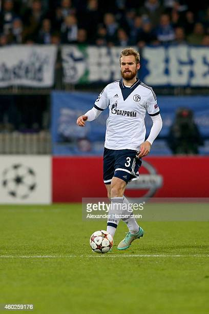 Jan Kirchhoff of Schalke runs with the ball during the UEFA Group G Champions League match between NK Maribor and FC Schalke 04 at Ljudski vrt...