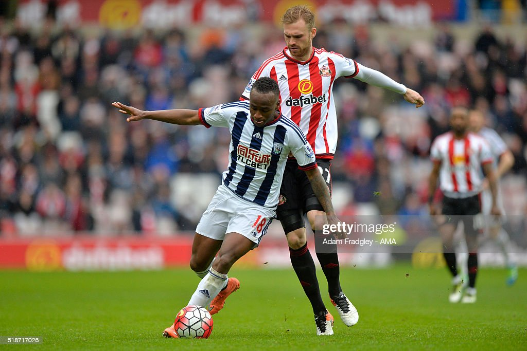 Jan Kirchhoff of Sunderland and Saido Berahino of West Bromwich Albion battle for the ball during the Barclays Premier League match between Sunderland and West Bromwich Albion at Stadium of Light on April 2, 2016 in Sunderland, England.