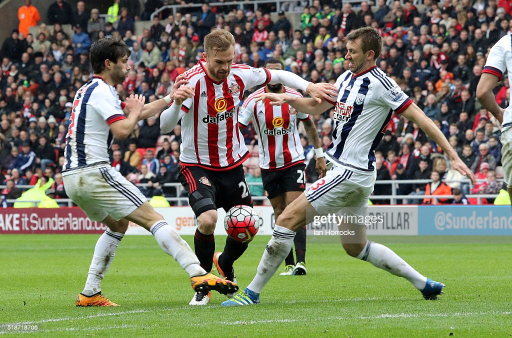 Jan Kirchhoff of Sunderland (C) breaks through the West Bromwich defence during the Barclays Premier League match between Sunderland and West Bromwich Albion at the Stadium of Light on April 02, 2016 in Sunderland, England.