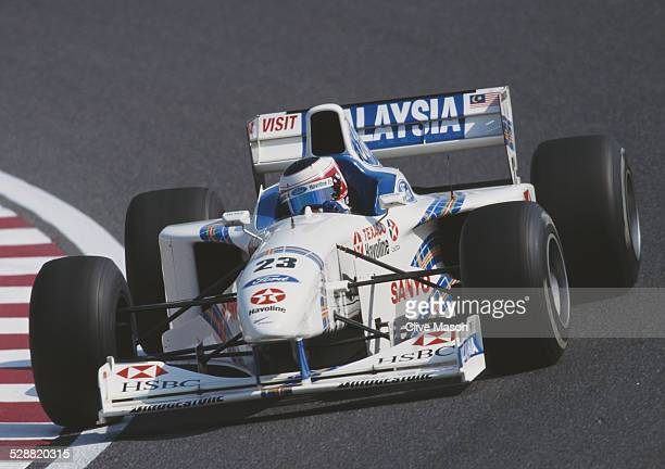 Jan Magnussen of Denmark drives the HSBC Malaysia Stewart Ford Stewart SF01 Ford VJ ZetecR V10 during the Japanese Grand Prix on 12 October 1997 at...